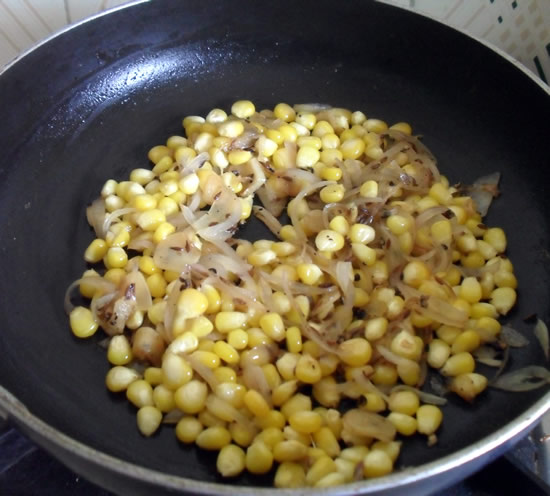 Fried onions with fresh corn kernels