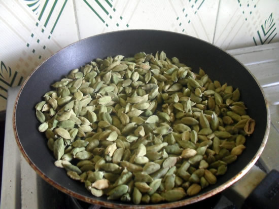 Roasting Green Cardamoms