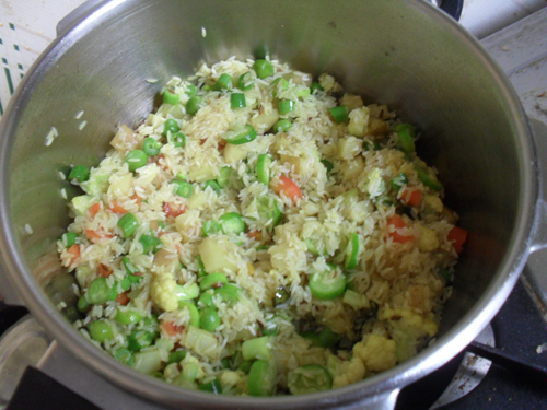 mixing veggies and rice