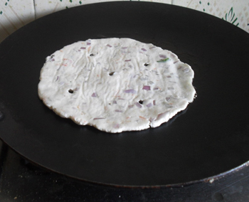 Akki Roti baking on griddle 7