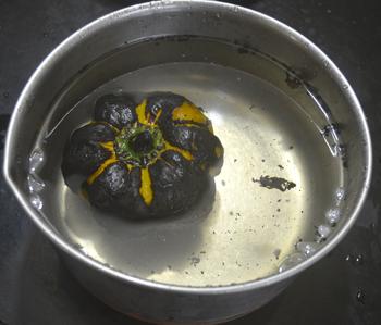 Peeling the bell pepper