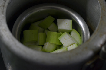 bottle gourd in a cooker vessel