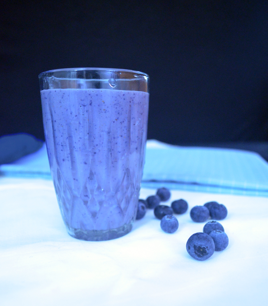 Blueberry Banana Smoothie | Vegan Recipe | DipsDiner
