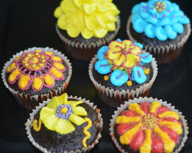 Rakhi designs cupcakes